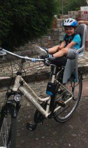 Fotelik rowerowy czy przyczepka? co wybrać dla dziecka